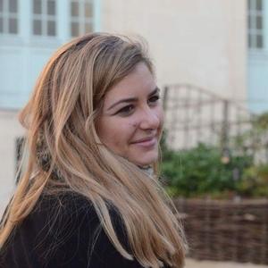Axelle Troyes Etudiante En Communication Je Chercher A